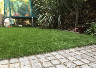 silver granite paving and artificial grass3